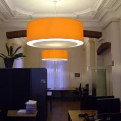 Orangene Lampenschirme mit Blender
