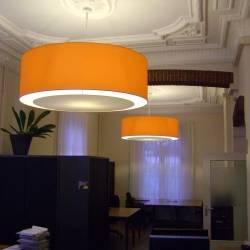 orangener Schirm klassisches Buero.JPG