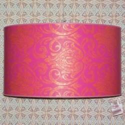 Lampenschirm aus Tapete gefertigt.